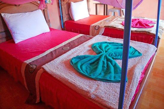 Krong Ban Lung, Cambogia: Twin room and facility