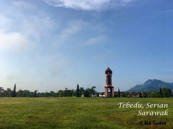 Serian, Малайзия: The iconic clock tower in Tebedu town is a popular spot for photo-taking