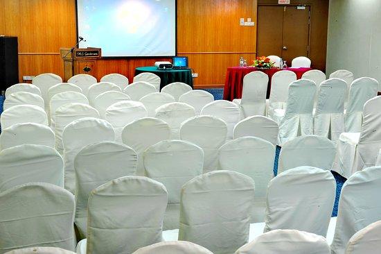 Grand DarulMakmur Hotel Kuantan: Meeting room