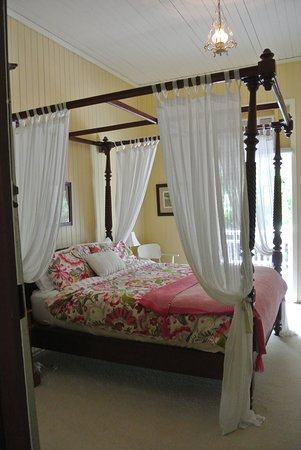 Kalbar, Australia: Four poster Queen
