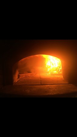 Budgewoi, Australia: Our 100% Woodfire oven, the inly one around