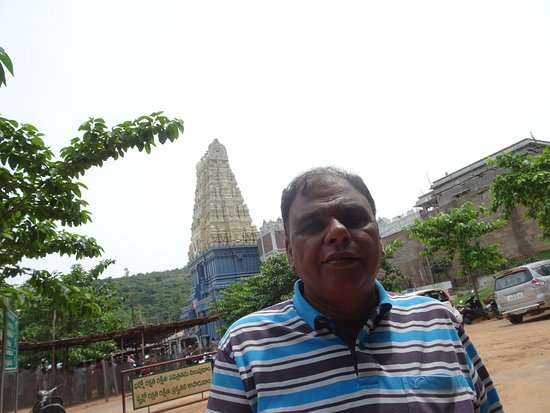 Simhachalam, Indien: In front of the Gate