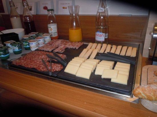 Ibis Carcassonne Centre : petit déjeuner