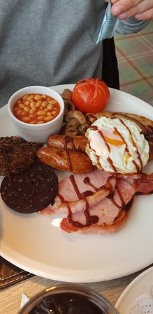 Langbank, UK: Beautiful coast big breakfast, and the pancakes with bacon and added poached eggs (stole the hus