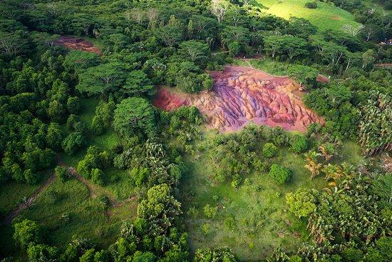 Seven Colored Earths: фото сделано с вертолета на разноцветными землями в Шамарель на острове Маврикий