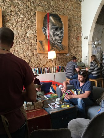 Pois Cafe: Inside