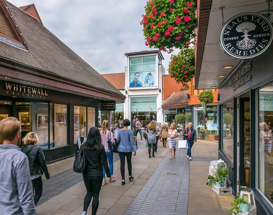 Saint Albans, UK: Relaxing open air shopping centre