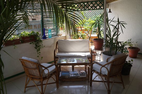 Hotel Longchamps: Gemütliche Terrasse