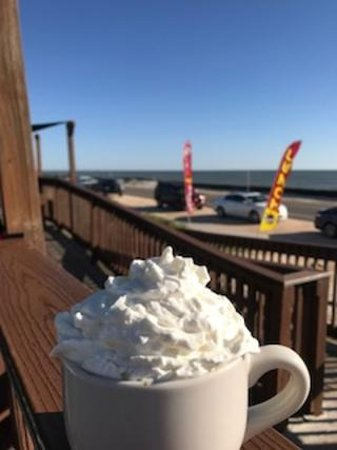 Java Joint Beachside Grill: Luxury in the morning. English Toffee Latte with Whipped cream!