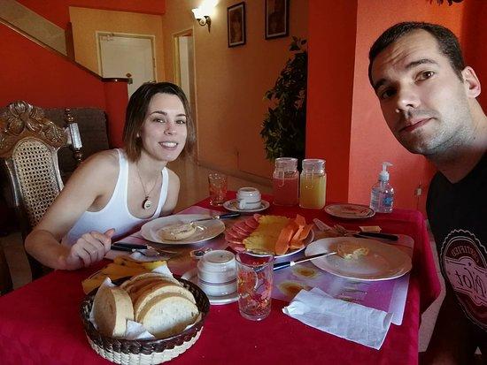 Clarita and Orlando's House: Pequeno almoço