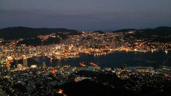 นะงะซะกิ, ญี่ปุ่น: 長崎湾一帯の灯りが何ともドラマチック!香港とモナコに並ぶ「世界新三大夜景」に認定されたそう!
