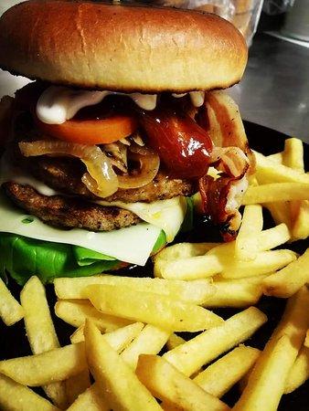 Bomporto, Italia: Mega maxi burger!!