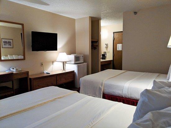 Torrington, WY: Two Queen Beds
