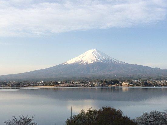 Lakeside Kawaguchiko Sunnide Resort: Stunning View... Lake, Fuji and its reflection