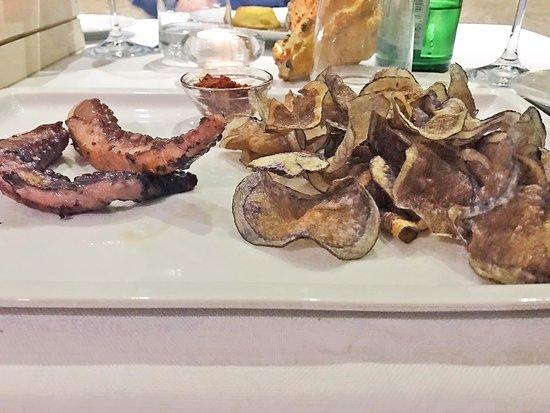 Apuleius : Polpo con chips di patata viola