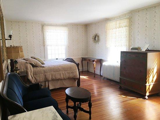 Norfolk, CT: Cozy Retreat
