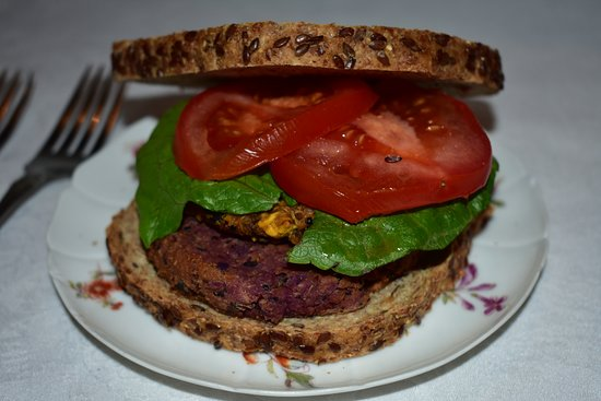 Νόρφολκ, Κονέκτικατ: Black Bean Sweet Potato Burger to supercharge your health