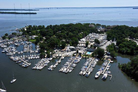 Annapolis, MD: Conveniently located on Back Creek with 16-acres of beautiful, park-like grounds