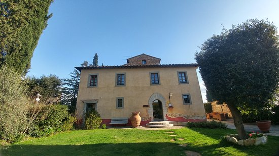 Barberino Val d'Elsa, Italien: This is the villa from outside.