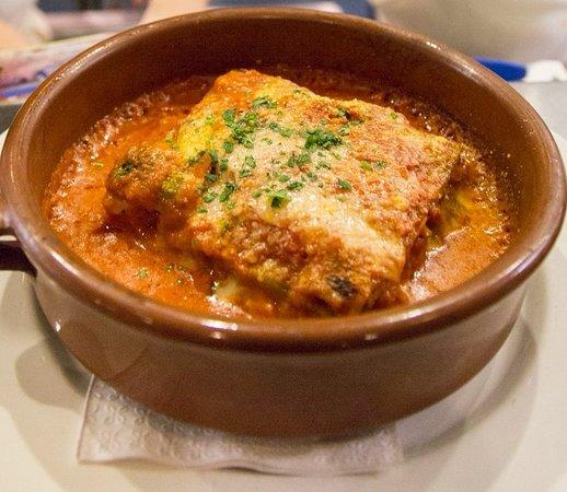 Pazzo Pomodoro: Lasagna alla Partenopea = Meat Lasagna