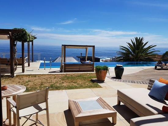 Bantry Bay, South Africa: Aussenbereich mit wunderschöner Aussicht