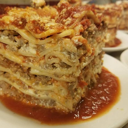 Avon Lake, OH: Joe's famous 5 layer meat lasagna