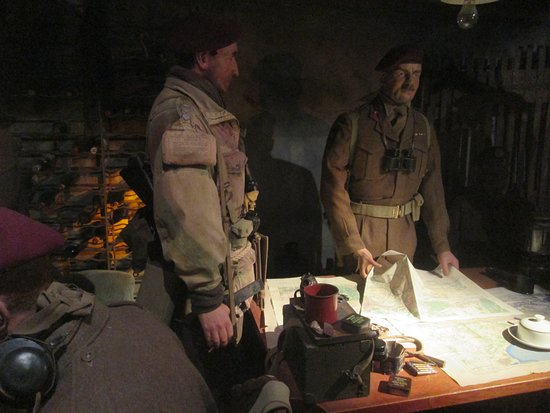 Airborne Museum Hartenstein: Soldiers Discussing Plans