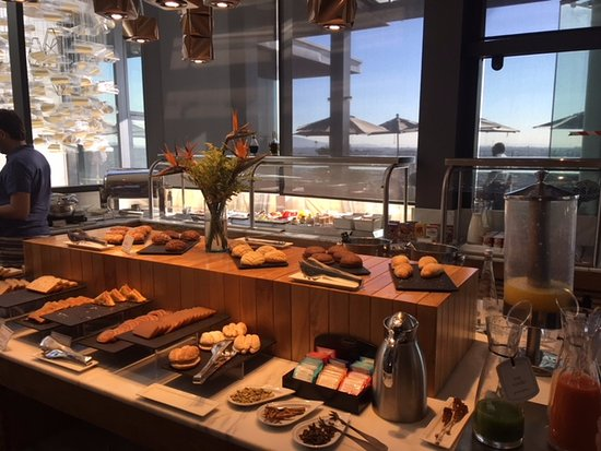 NH Collection Guadalajara Providencia: Fabulous buffet breakfast.
