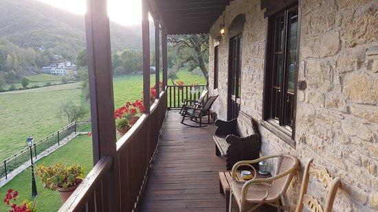 Las Herrerias, Spania: Hotel balcony overlooking green valley