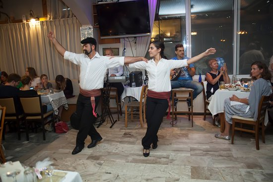 LIVE GREEK MUSIC SYRTAKI SHOW EVERY FRIDAY AND WEDNESDAY