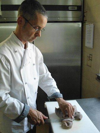 Fubine, إيطاليا: Il cuoco al lavoro