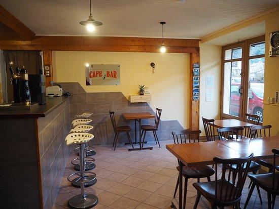 Mayres, فرنسا: Le café nouvellement aménagé.