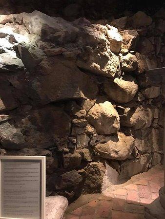Medeltidsmuseet: Original wall