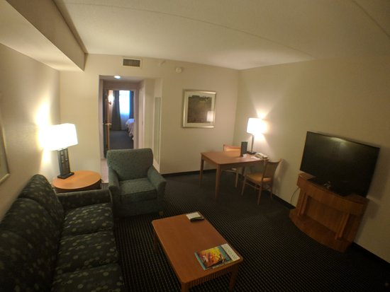 Embassy Suites by Hilton Lexington: Living area room 223. This area is affected by noise from pool doors.