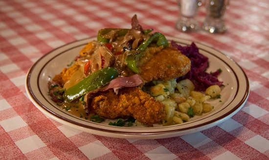 Hudson, WI: Gypsy Schnitzel w red & green peppers