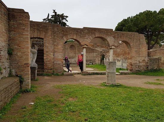 Ostia Antica, Italia: 20180414_140506_large.jpg