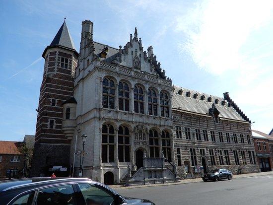 Zoutleeuw, Belgium: Lakenhalle