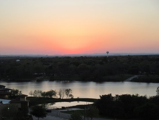 Marble Falls, TX: Sunset and water views from the balcony are a must see!!