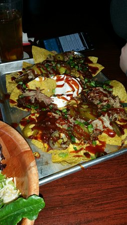 Florissant, MO: Great wings!!!  Good salads!  Nachos to die for!