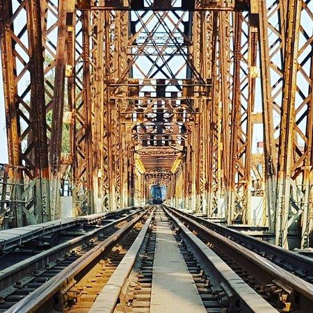 Train on Long Bien bridge
