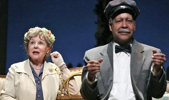 Fayetteville, Pensilvania: Emmy Award winner Michael Learned (The Waltons) and Lance Nichols in DRIVING MISS DAISY (2017).