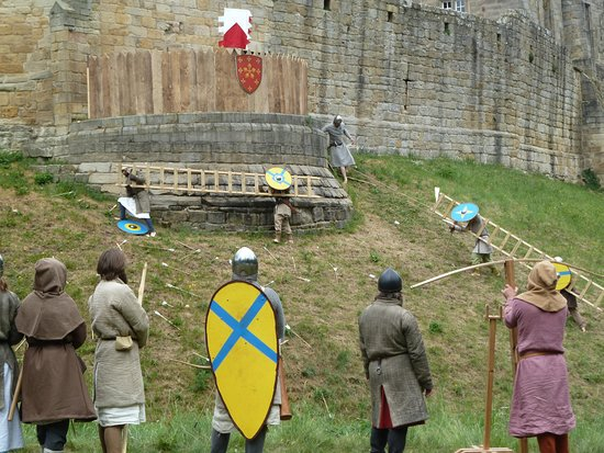 Prudhoe, UK: Attacking the castle