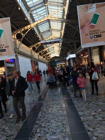 Centro Commerciale Milanofiori: Galleria Milano Fiori