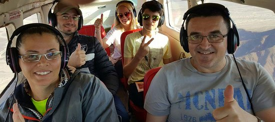 Наска, Перу: Rumanian customers enjoying the Nazca Lines Flights