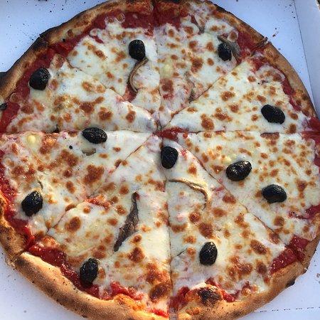 Dolmayrac, France: Delicious pizza Napolitaine.