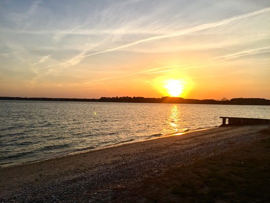 Sandaway Suites & Beach : Sunset over Chesapeake Bay