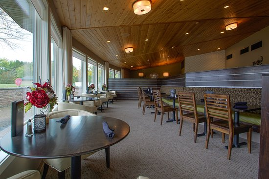 Waupaca, WI: Dining Area with view