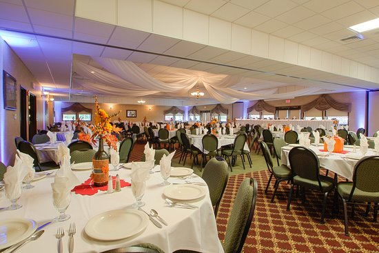 Waupaca, WI: Ball room