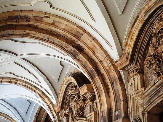 Plaza Mayor: Les galeries aux arches magnifiques