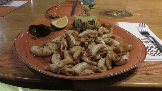 Greek Fisherman: Riso e calamari